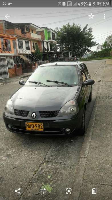 Renault Clio  2008 - 139500000 km