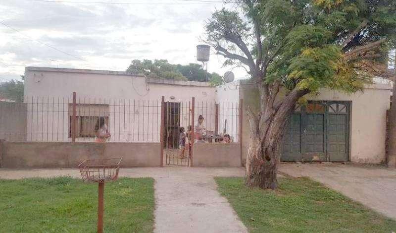 Venta casa en V.Constitución 2 dormitorios, garage y patio.