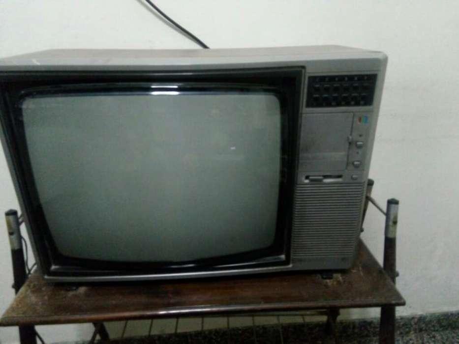 Vendo Televisor Philco con Mesa Incluida