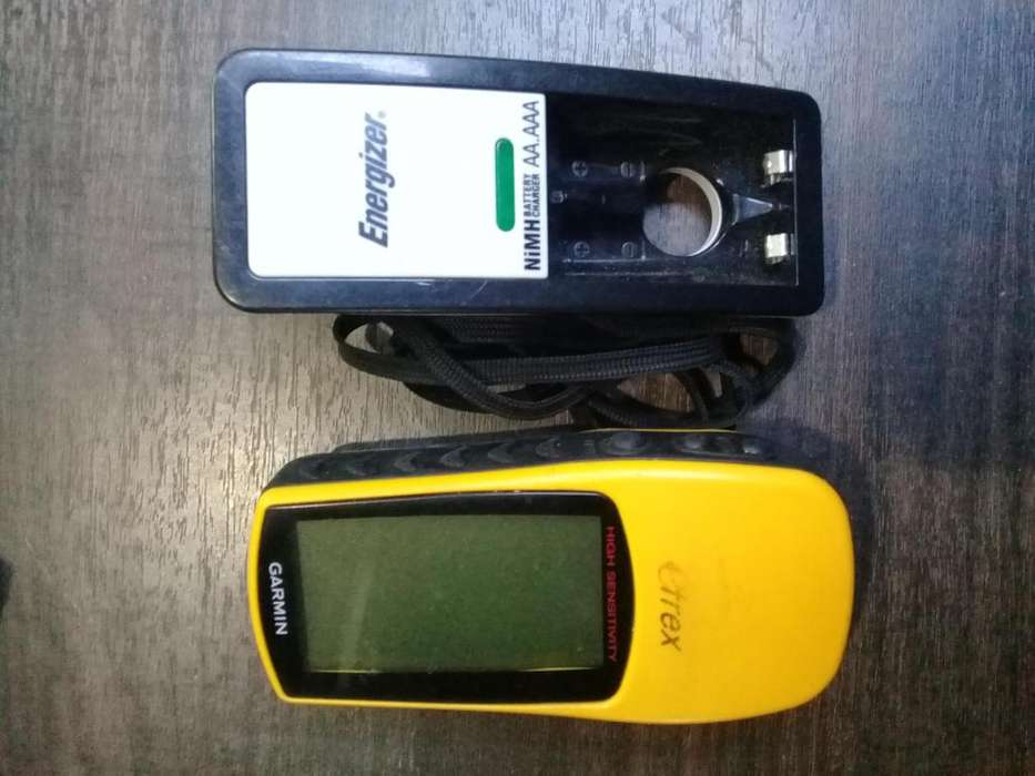 Gps-garmin Etrex H (2.37 Pulgadas) Y Cargador De Pilas
