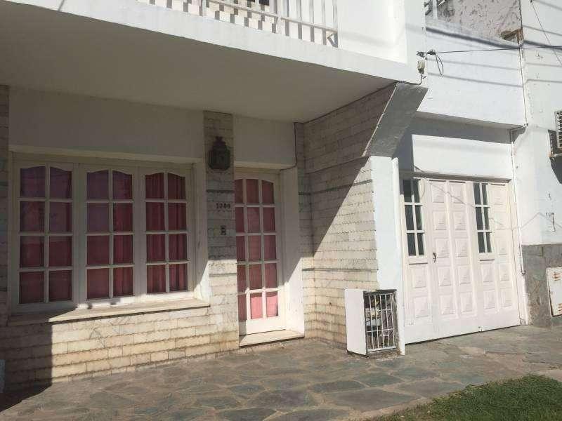 Alquilo casa en Villa Constitución 2 dormitorios y cochera
