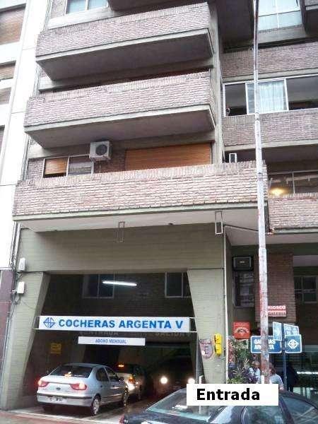 DUEÑO - Alquilo Cochera en Bv Chacabuco