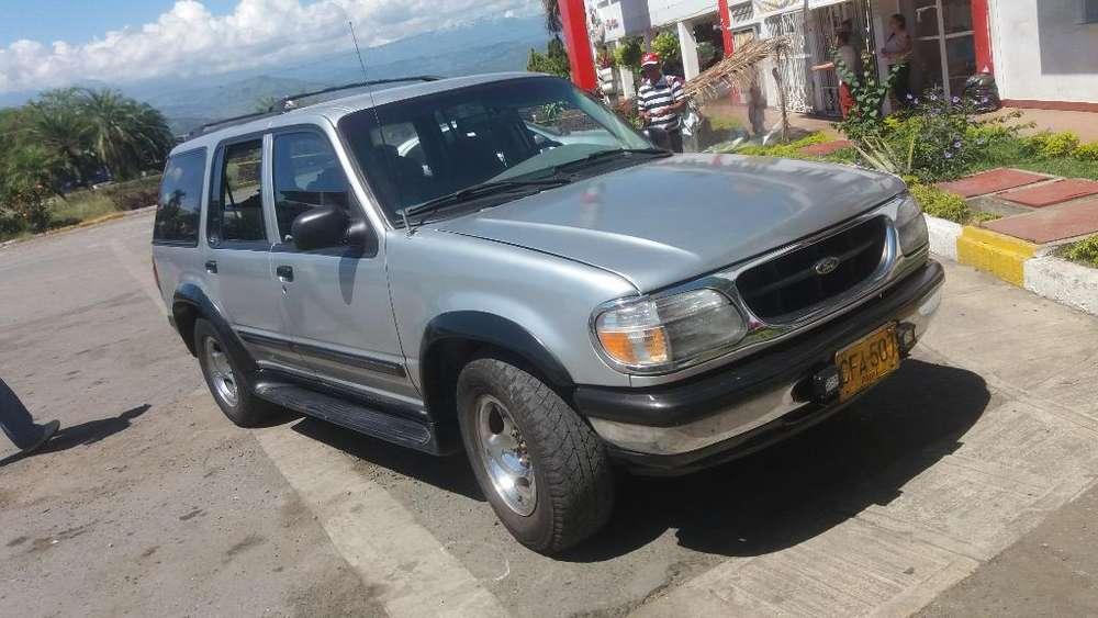 Ford Explorer 1997 - 10000 km