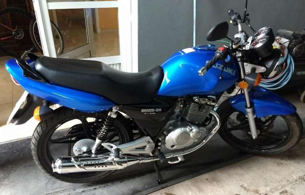 MOTO <strong>suzuki</strong> EN125 2A