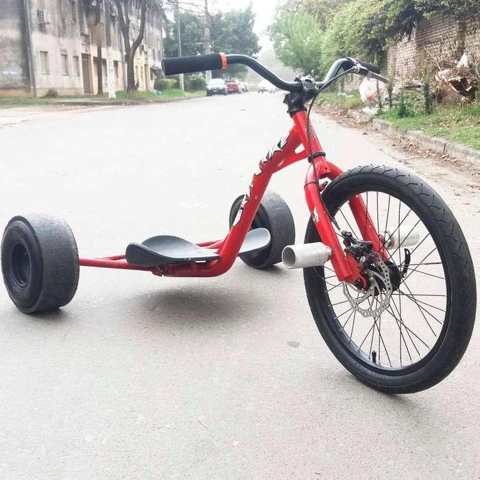 Triciclo de derrape