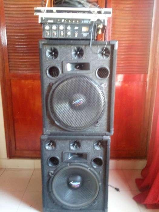 Cabinas Y Amplificador de Sonido Usado
