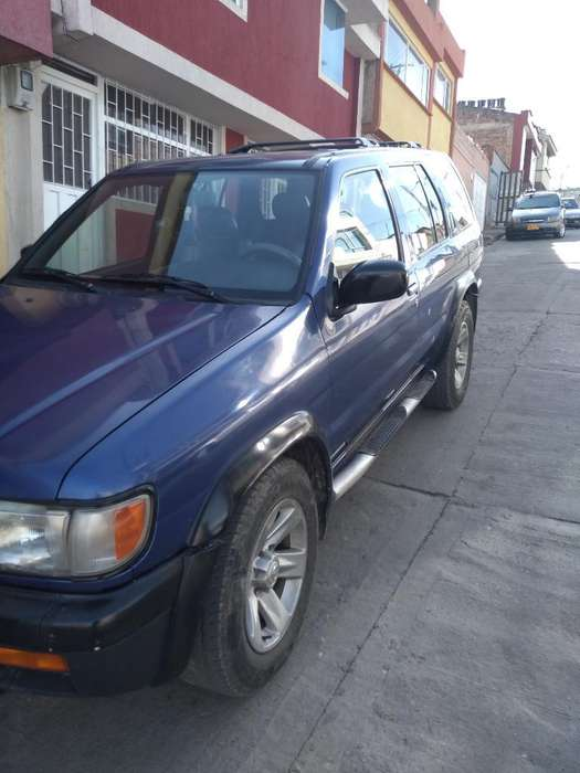 Nissan Pathfinder 1996 - 180000 km
