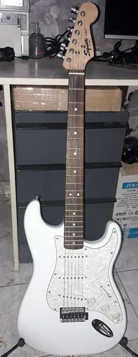 Guitarra Squier Strat Fender Negociable leer descripcion