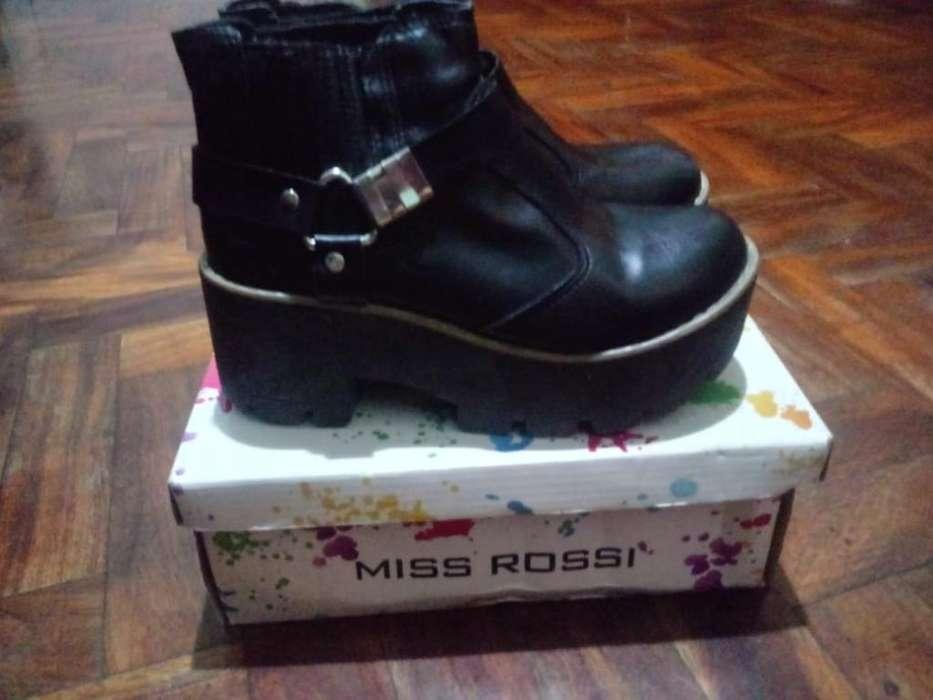Vendo Zapatos Botinetas de <strong>mujer</strong>