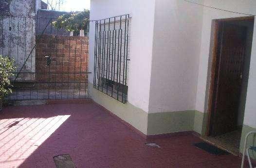 Casa Fondo en alquiler en Ezpeleta Este