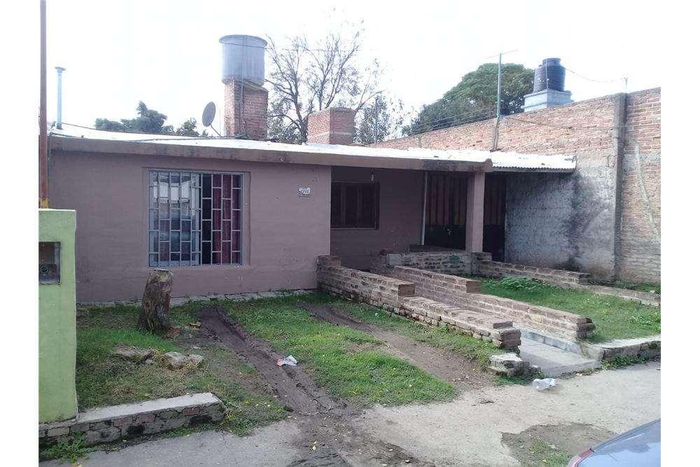 Se vende casa 2 dorm. en Santa Isabel, Cba