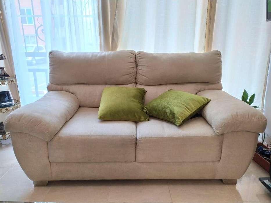 Para quienes empiezan su independencia! Sofa bonito, elegante en tela fina y muy cómodo!