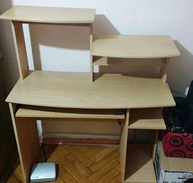 Mueble para Computadora Usado