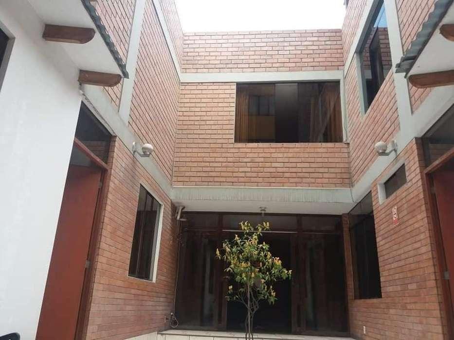 REMATO <strong>casa</strong> DE 300 MT2 EN SANTIAGO DE SURCO