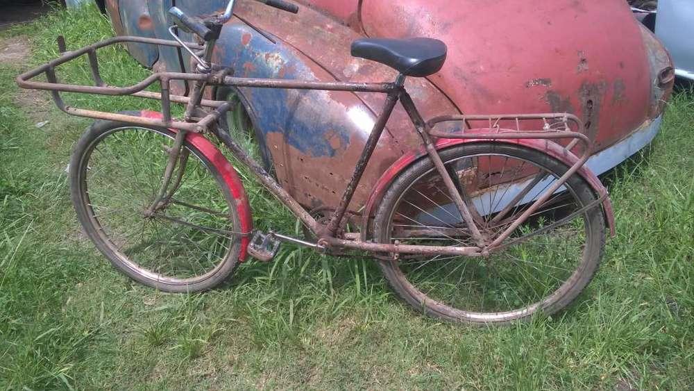 Antigua bicicleta de reparto