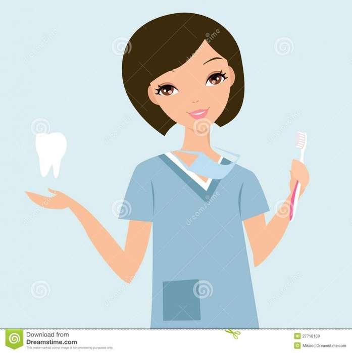 Practicante o <strong>auxiliar</strong> de odontología recién graduada.