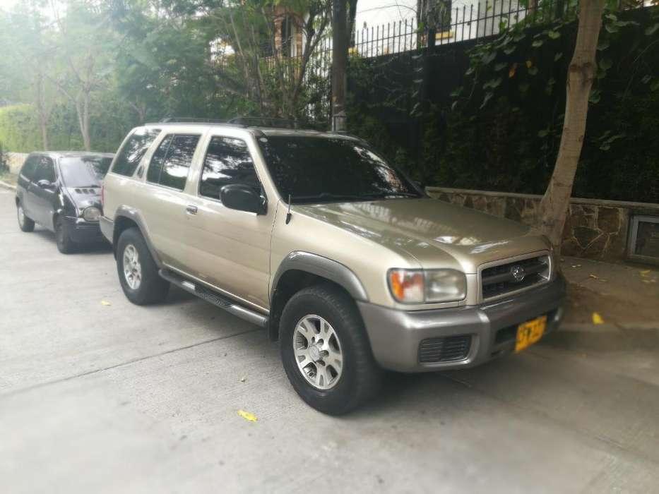 Nissan Pathfinder 2000 - 233000 km