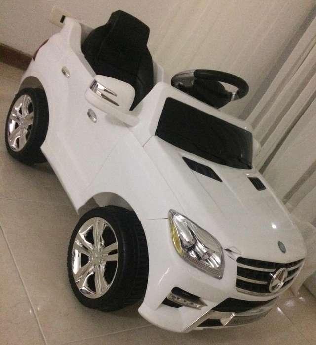 Carro Mercedes-Benz como nuevo sin rayones