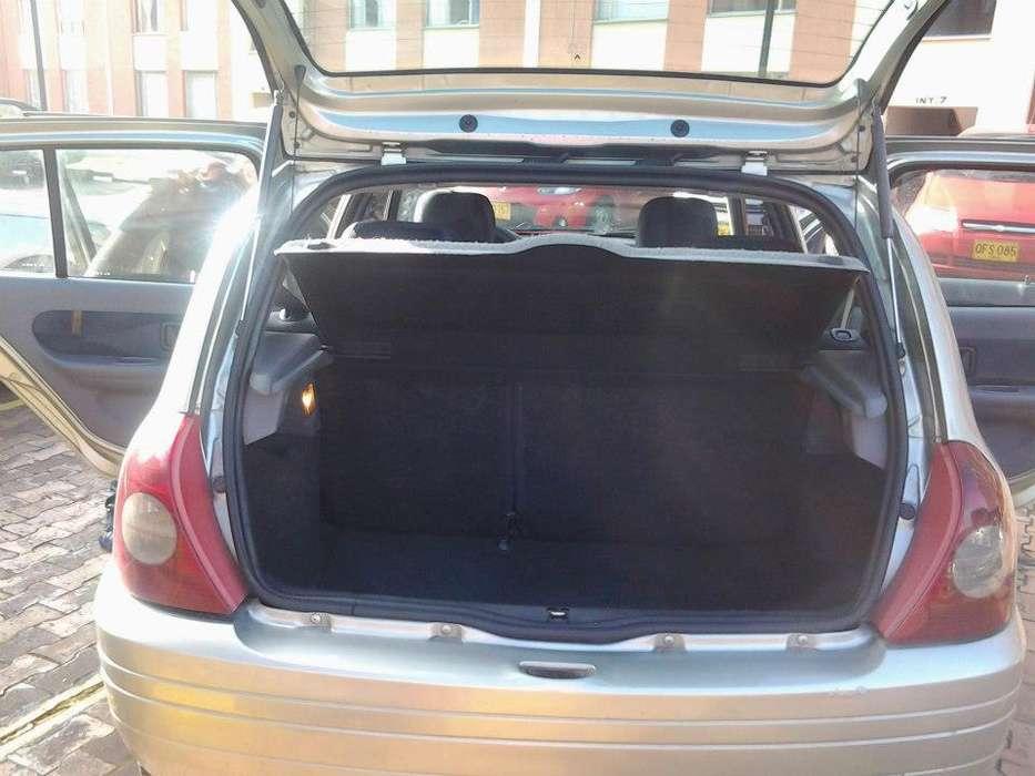 Renault Clio  2002 - 133 km