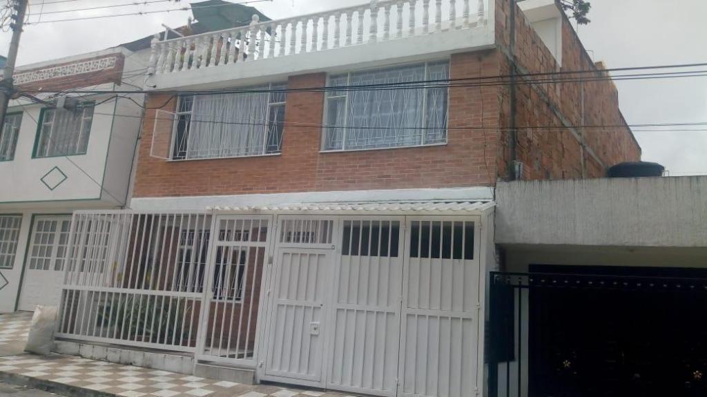 VENDO CASA EN FUSA, RENTANDO CON 3 APARTAMENTOS INDEPENDIENTES