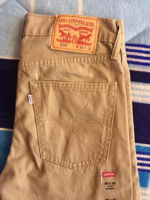 Pantalón Levis color beige