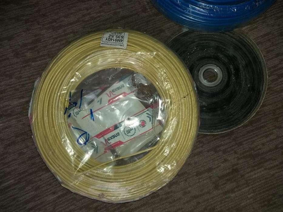 Cables Y Un Mesclador