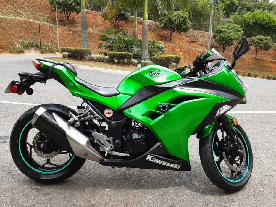 Hermosa Kawasaki Ninja Ex300