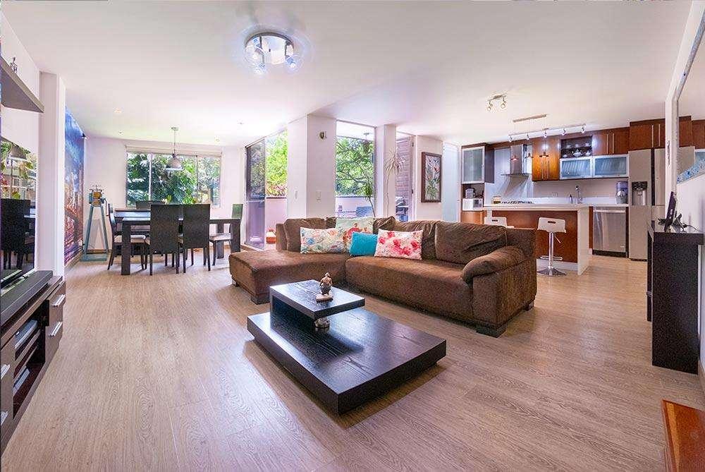 Vendo excelente apto casa duplex 120m2 remodelado en Envigado