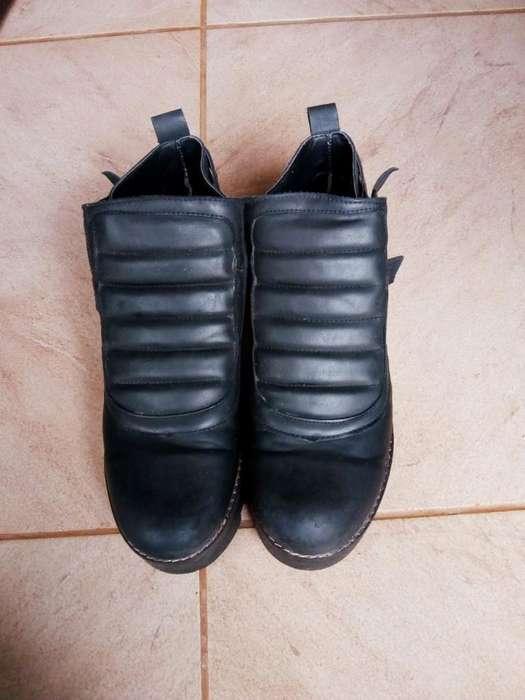 Vendo Botas Cortas Y Zapatos