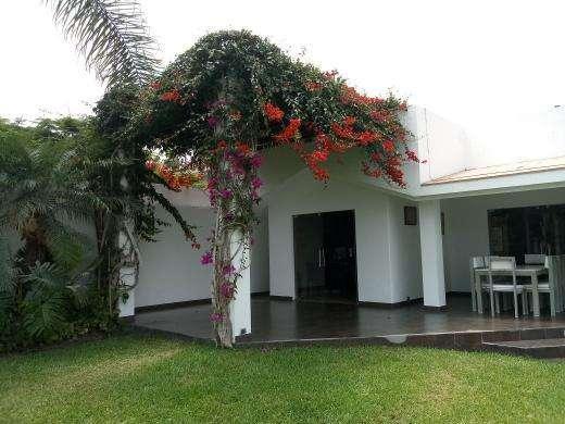 Casa en Venta La Encantada de Villa, amplios jardines piscina