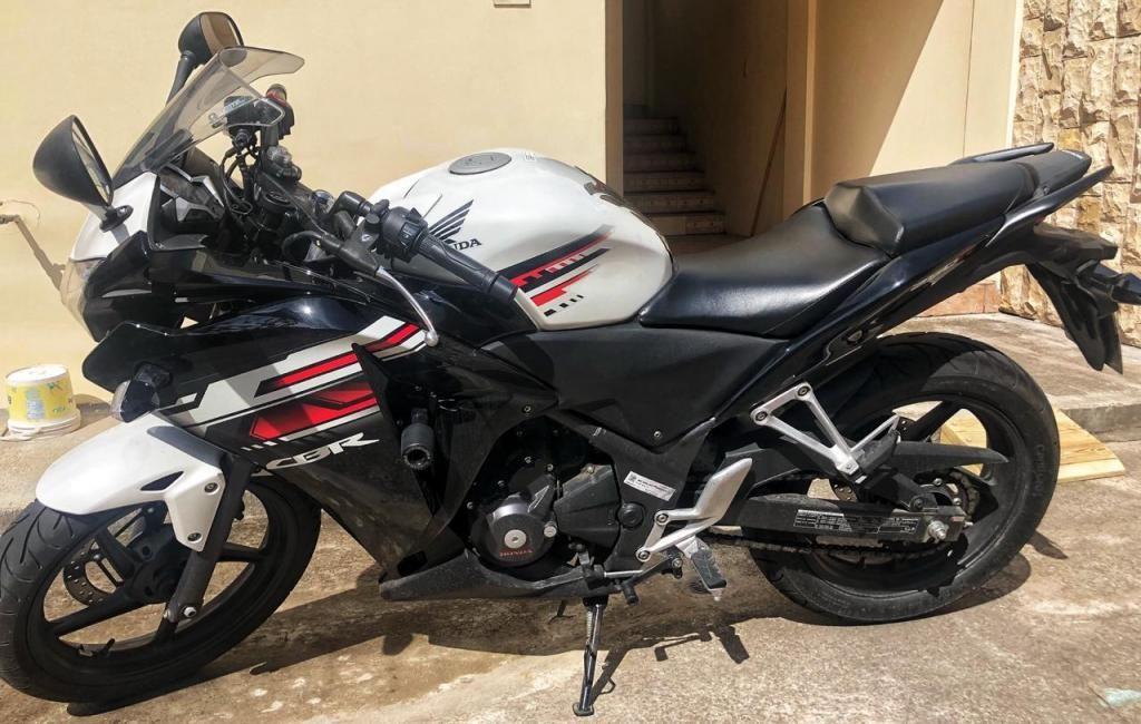 MOTO HONDA CBR250R 2018 CON 3400KM
