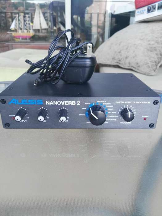 Reverb digital Alesis Nanoverb 2, perfecto estado.