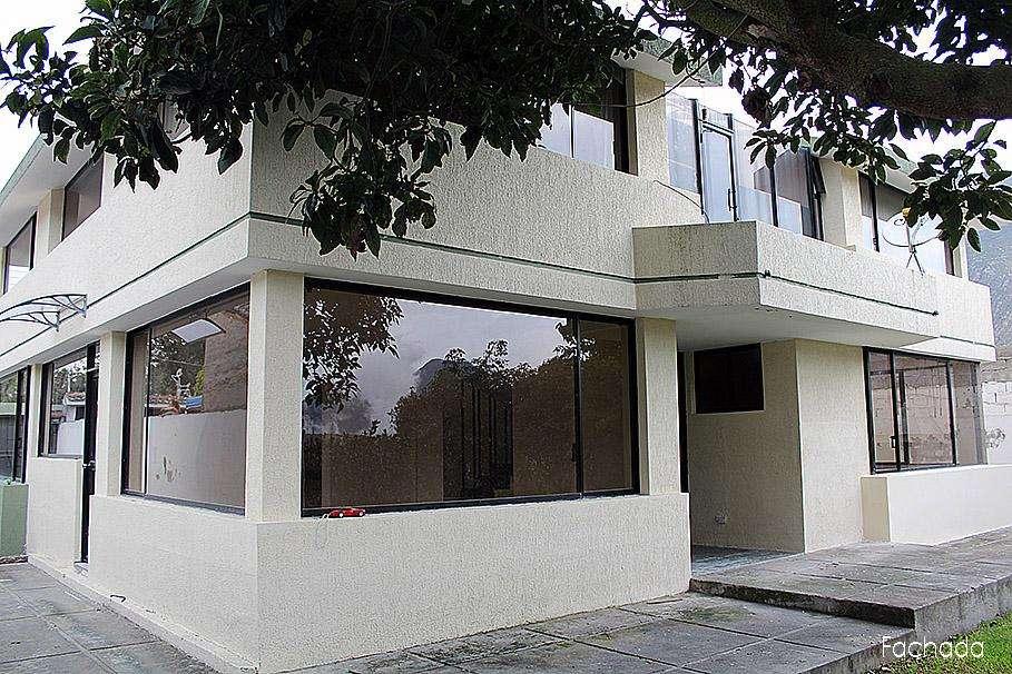 Casa en arriendo,La Pampa, sector Pomasqui,parqueadero para 3 autos 350 Inf 2353232,0997592747