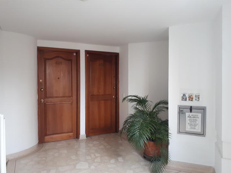 Apartamento En Venta En Medellin Laureles Cod. VBBER1078