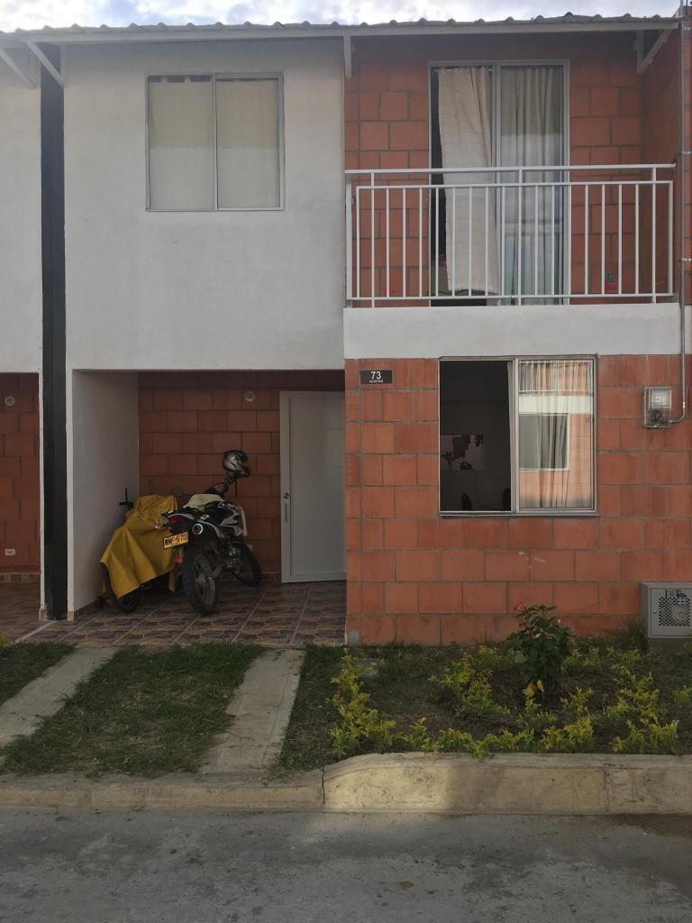 Vendo Casa de Dos Pisos en Roldanillo