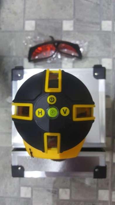 Nivel Laser 5 Lineas con Tripodeestuche