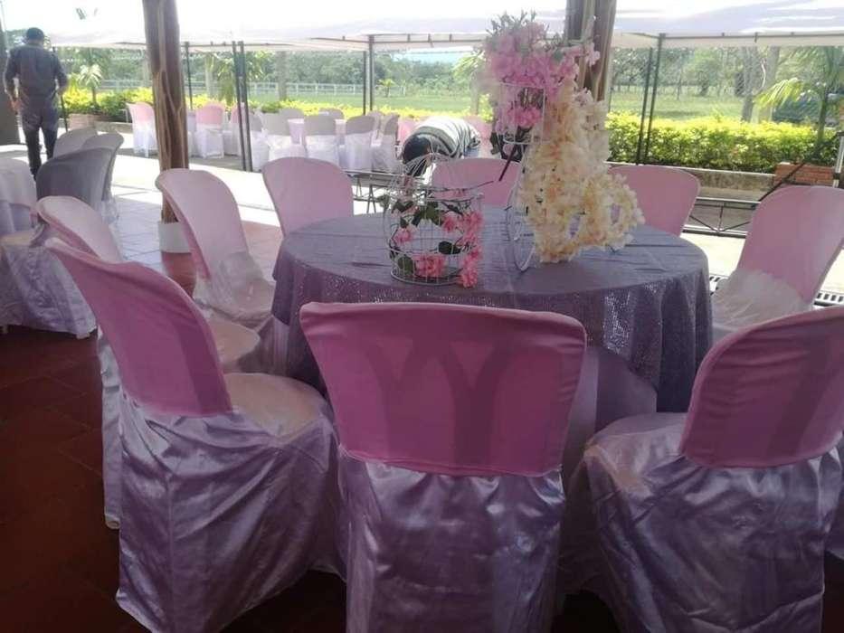 sillas y mesas redondas