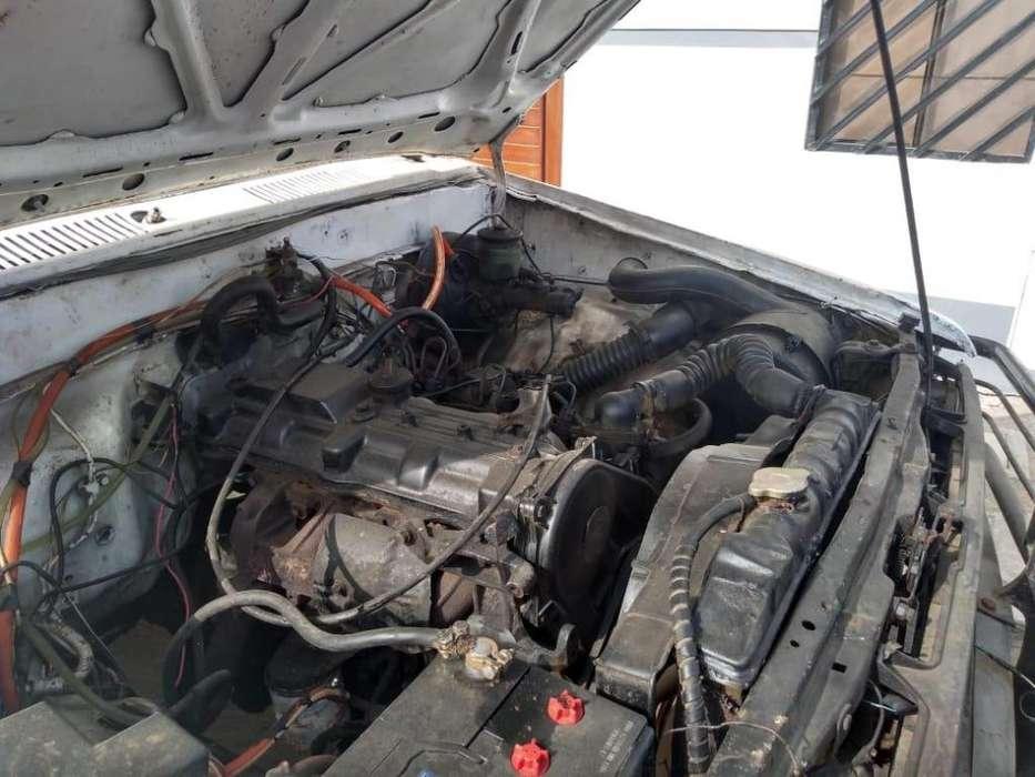 Toyota Hilux 1985 - 180000 km