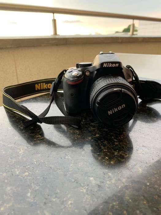 Cámara Nikon D5200 - 2 Años de Uso