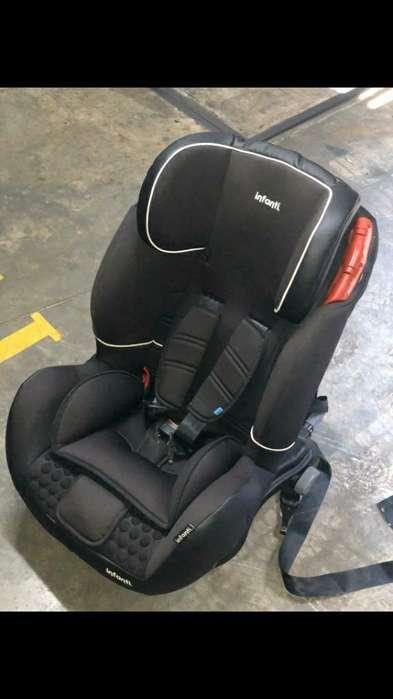 Silla de Bebé para Carro Como Nueva