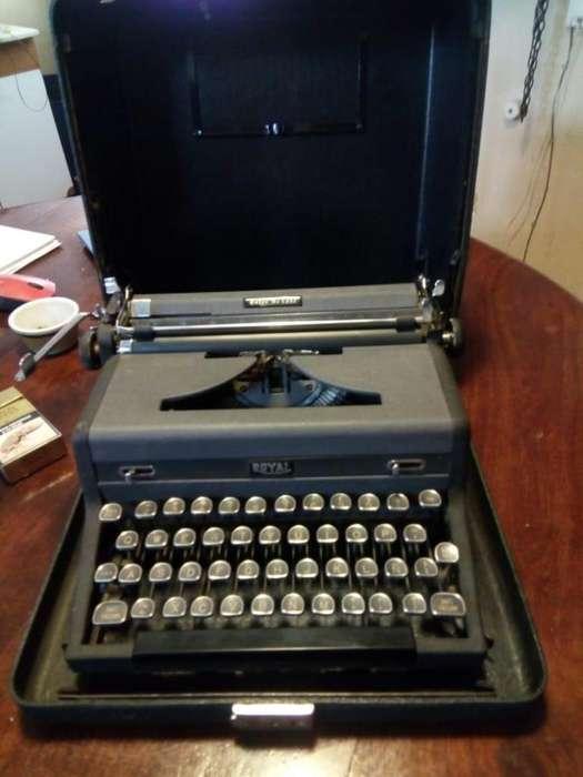 Maquina de escribir antigua marca ROYAL