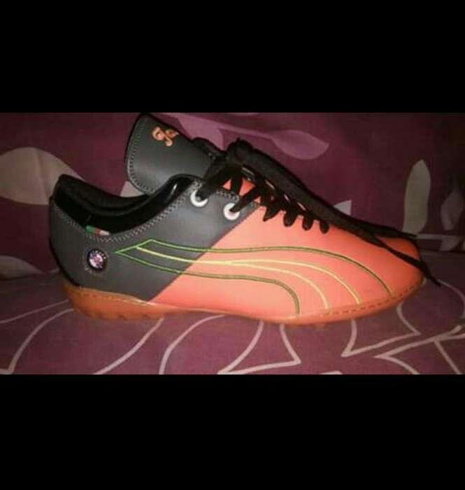 Zapatillas Pumas para Jugar Minifutbol