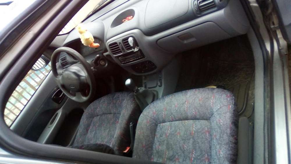 Renault Clio  2002 - 152000 km