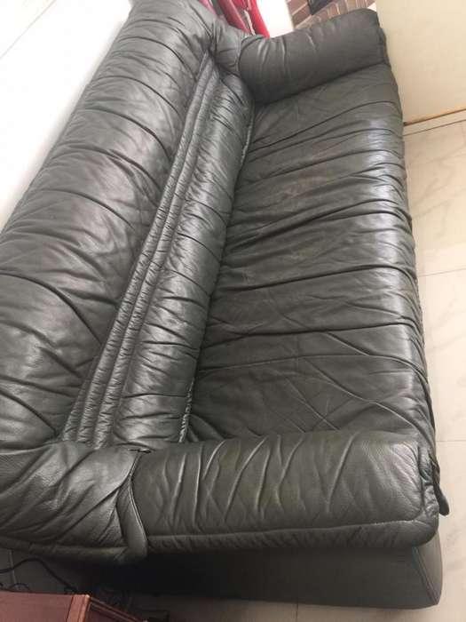 Vendo cambio <strong>sofa</strong> en cuero y sillon