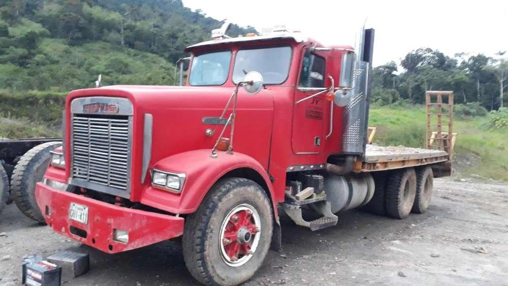 Cel 0997323746 plataforma fraigthliner y tractor pantanero td15 c