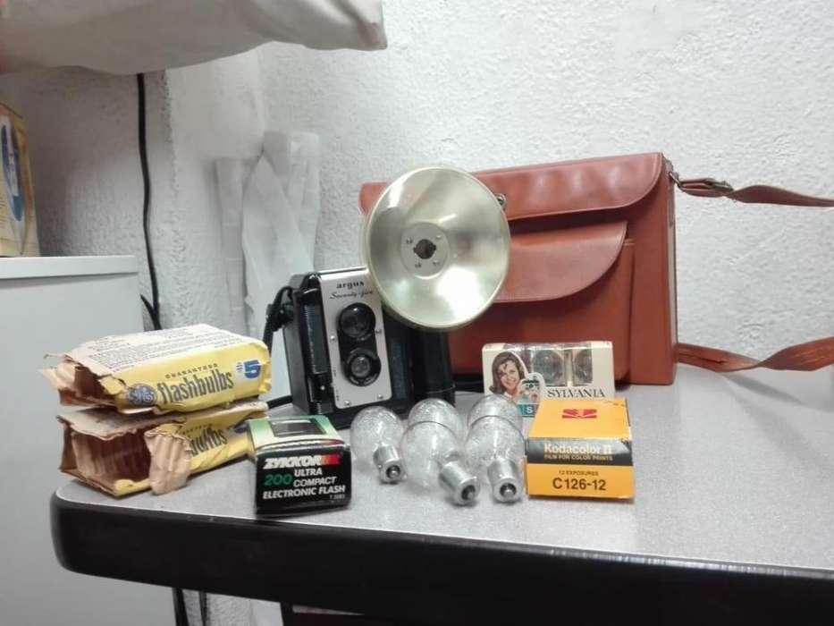 cámara fotográfica Argus de colección accesorios y estuche