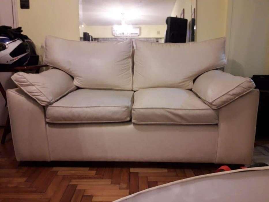 Sofa blanco de dos plazas Cuero Ecolgico