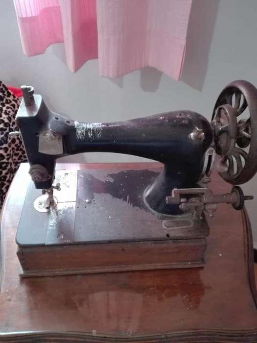 Maquina de Coser Antiguaadorno