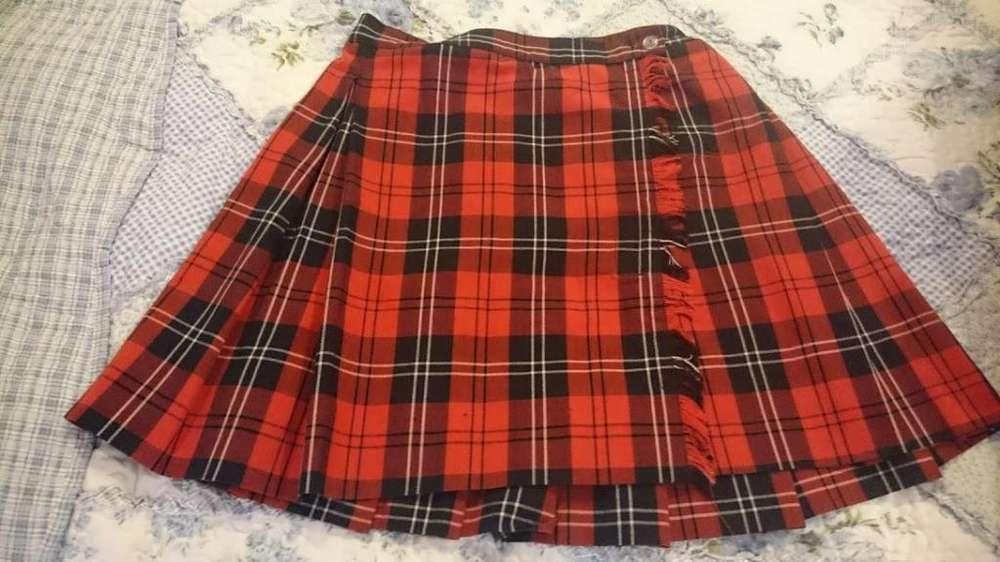 Vendo uniformes escolares talla 8 y talla 14 Colegio Cardenal Sancha Bogotá