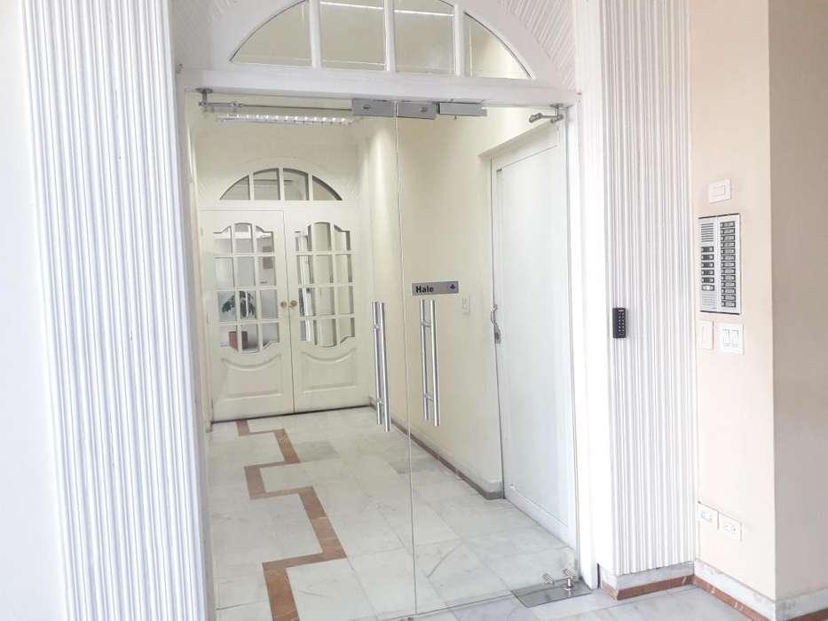 // En La Carolina!! Departamento de 2 dormitorios en Arriendo, Sector Centro de Exposiciones, Av. Amazonas